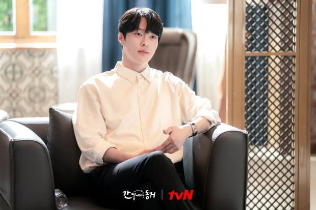 Netizen ngất lịm trước dàn trai đẹp xoay quanh Hyeri ở Bạn Cùng Phòng Là Gumiho - Ảnh 5.