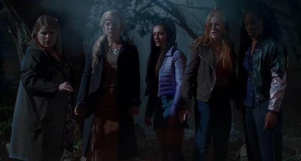 5 phim cháy vé Netflix nửa đầu 2021: Phép thuật Winx cũng không có cửa so lại một cái tên vừa ra mắt! - Ảnh 6.