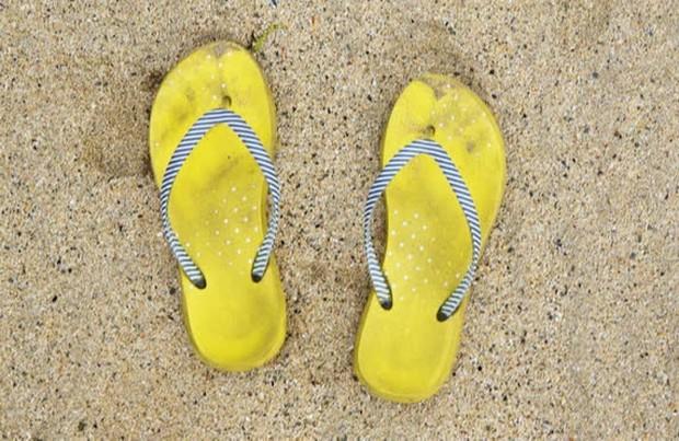 Trời mưa mà diện 4 kiểu giày dép này thì khả năng sấp mặt rất cao, quý vị đừng dại mà dùng thử! - Ảnh 5.
