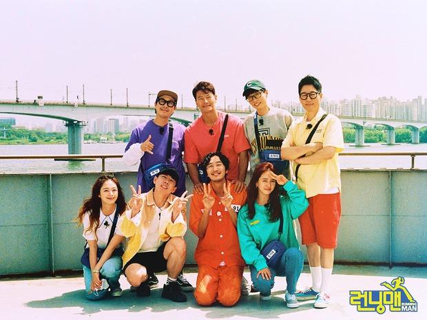 Bộ ảnh xúc động, đẹp như mơ của Lee Kwang Soo trong tập cuối ghi hình Running Man - Ảnh 1.
