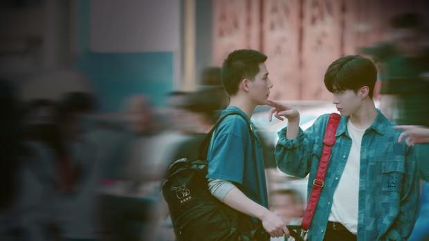 Em trai Phạm Băng Băng cố ý quyến rũ Vương An Vũ ở đam mỹ Vai Trái Có Cậu, còn rủ nhau hẹn hò sau giờ làm? - Ảnh 2.