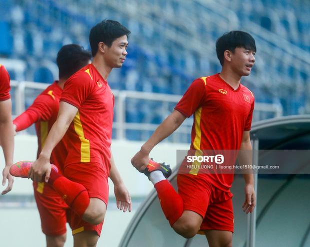 Hé lộ số áo 23 tuyển thủ Việt Nam đối đầu Malaysia: Hoàng Anh thay Quang Hải - Ảnh 1.