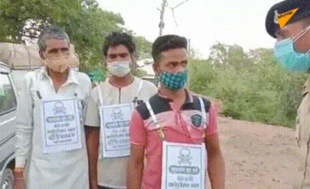 Ấn Độ răn đe người không chịu tiêm vaccine COVID-19 bằng thông điệp có hình đầu lâu xương chéo - Ảnh 1.