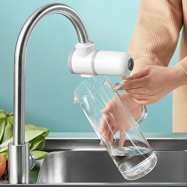 Cứ tưởng máy lọc nước tại vòi vô dụng mua về chỉ tốn tiền nhưng 4 điểm này đã làm tôi suy nghĩ lại - Ảnh 1.