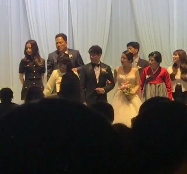 Người bố bí ẩn của Jisoo (BLACKPINK): Chủ tịch giải trí, quyền lực đến đâu mà Heechul và loạt sao nổi tiếng quen biết? - Ảnh 7.