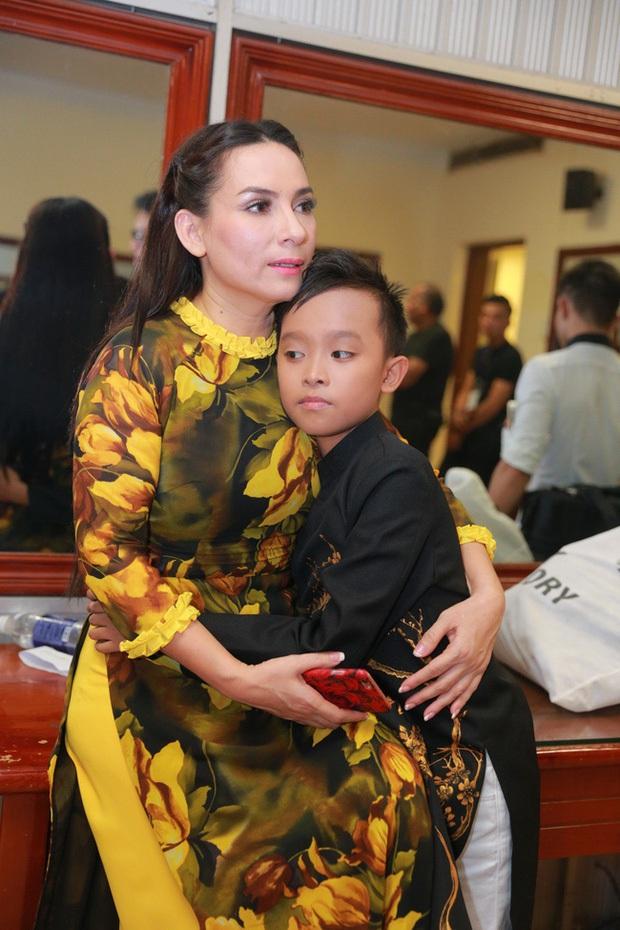 Phi Nhung trước liên hoàn scandal: Không chồng nuôi 13 người con, là nghệ sĩ hải ngoại sở hữu mức cát-xê cực khủng - Ảnh 11.
