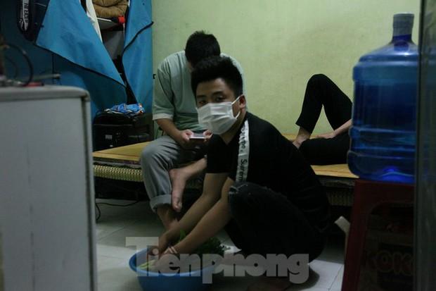 Dịch kéo dài, chưa có việc, nhiều công nhân ở Bắc Giang mong sớm về quê - Ảnh 1.