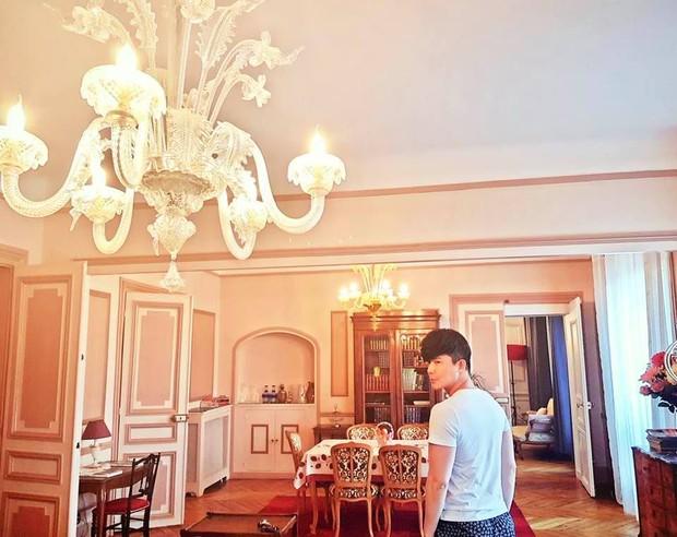 Nathan Lee nhớ nhà quá tiện khoe luôn nội thất khách sạn 2 nghìn tỷ ở Pháp, choáng váng vì mọi ngóc ngách tráng lệ như cung điện - Ảnh 8.