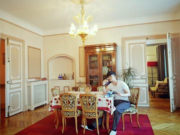 Nathan Lee nhớ nhà quá tiện khoe luôn nội thất khách sạn 2 nghìn tỷ ở Pháp, choáng váng vì mọi ngóc ngách tráng lệ như cung điện - Ảnh 7.