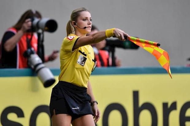 Nữ trọng tài xinh đẹp lên tiếng về thông tin được giao cầm còi trận Việt Nam vs Malaysia - Ảnh 2.