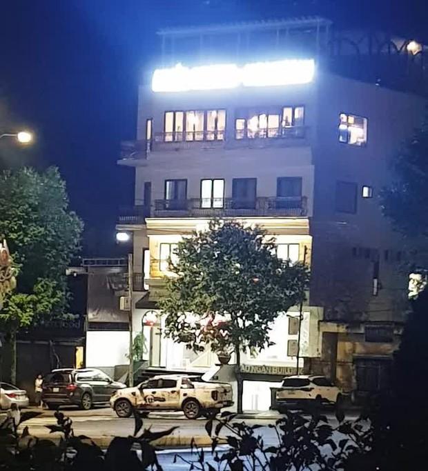 Nóng: Nhóm người tạm trú tại Thẩm mỹ viện Minh Châu Asian Luxury hỗn chiến, 2 người nhập viện - Ảnh 1.