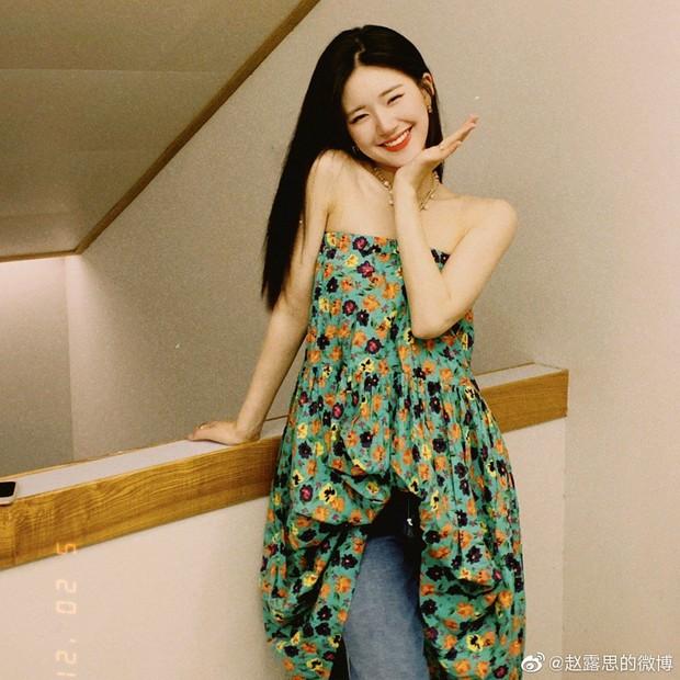 Xuất hiện clip Triệu Lộ Tư vùng vằng, la hét gay gắt với fan nhưng vì sao cả Weibo lại khen cô nàng nức nở? - Ảnh 7.