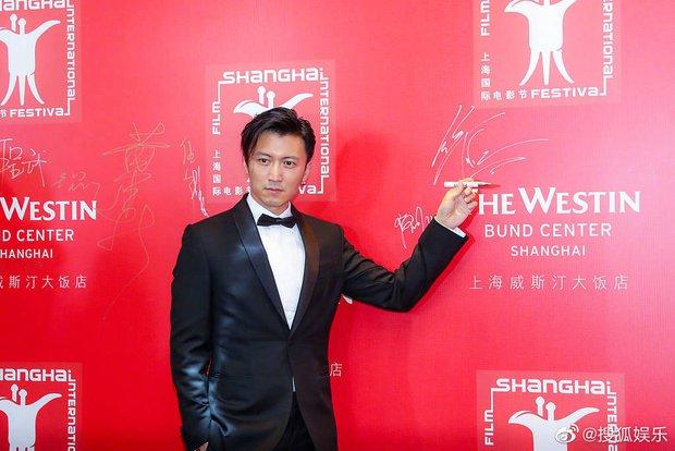 Siêu thảm đỏ LHP Thượng Hải: Nghê Ni khoe vòng 1 lấp ló, ai ngờ bị Châu Đông Vũ cùng đàn em 2001 chặt chém ác liệt - Ảnh 10.