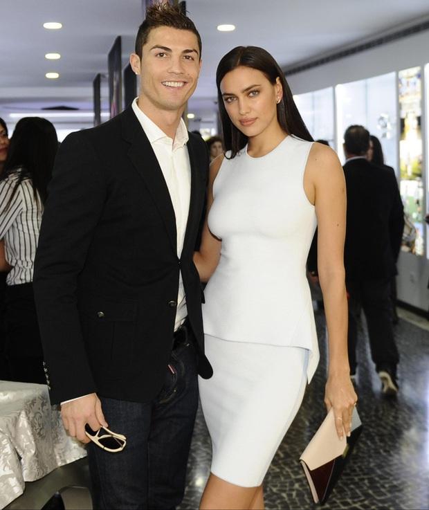 Nhan sắc nóng bỏng của Irina Shayk - tình cũ Ronaldo đang hẹn hò Kanye West - Ảnh 4.
