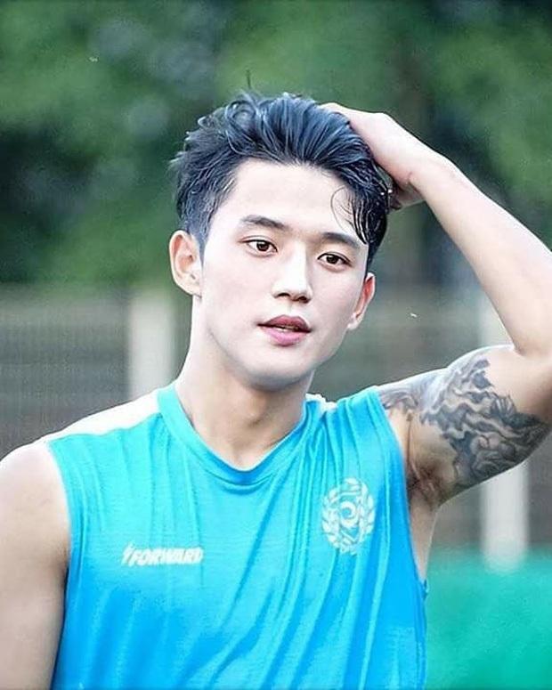 Dành ra 2 phút ngắm cầu thủ đẹp trai nhất xứ Hàn đi quý zị ơi, lấy sức hâm nóng trước thềm trận Việt Nam - Malaysia đêm nay nha! - Ảnh 8.