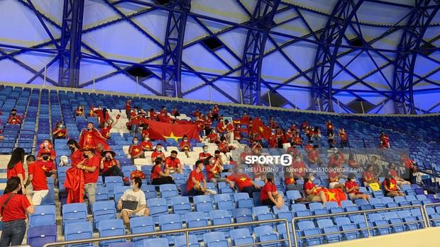 Nhan sắc trên khán đài: Việt Nam 1-0 Malaysia - Ảnh 5.