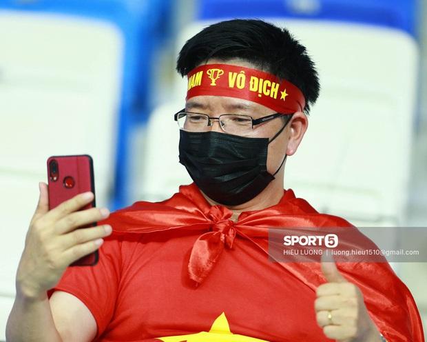 Nhan sắc trên khán đài: Việt Nam 1-0 Malaysia - Ảnh 7.