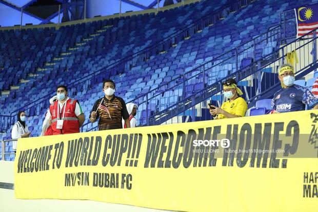 Nhan sắc trên khán đài: Việt Nam 1-0 Malaysia - Ảnh 8.