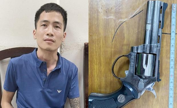 Hà Nội: Tạm giữ đối tượng mang súng bật lửa đi cướp - Ảnh 1.
