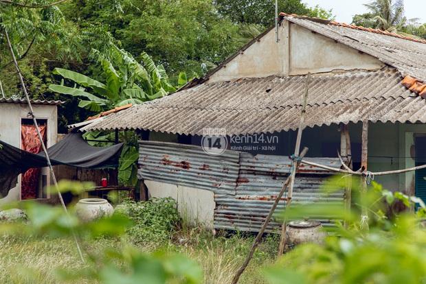 Trực tiếp đến Tiền Giang: Đau lòng khi thấy nhà Hồ Văn Cường bị bỏ hoang, hàng xóm kể lâu rồi không thấy bố mẹ ruột và Phi Nhung về thăm - Ảnh 18.