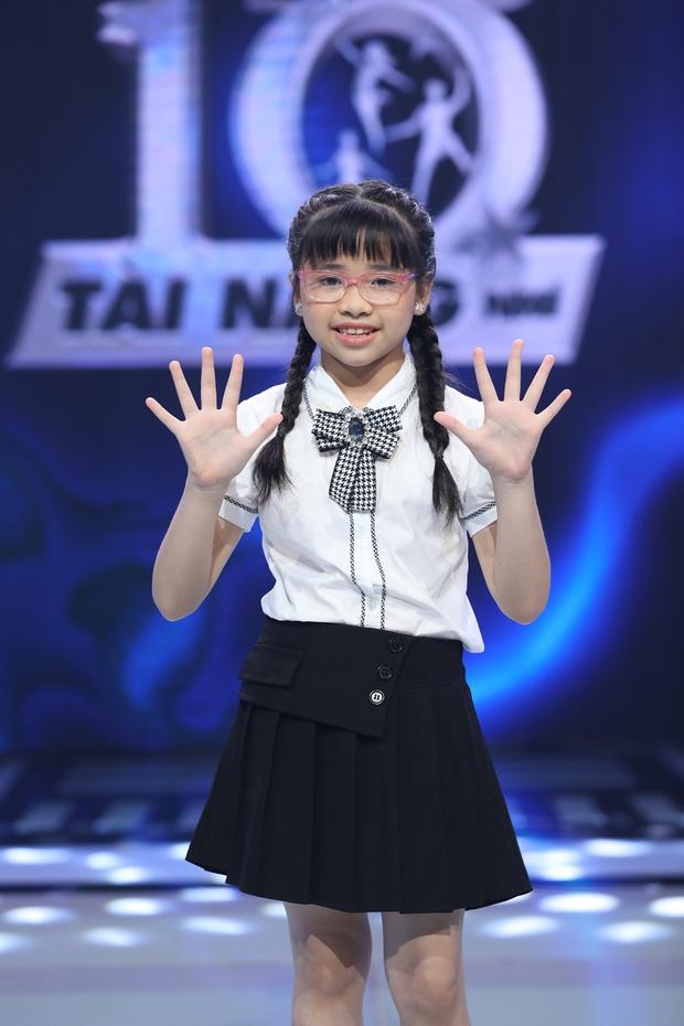 Siêu Tài Năng Nhí: Cô bé 9 tuổi hạ gục phép tính 20 số hàng nghìn trong 25 giây! - Ảnh 1.