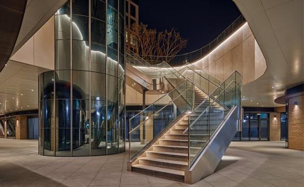 Xem ảnh trụ sở mới của SM xong, fan bật mood cà khịa: Công ty tầm trung bày đặt xây to thế làm gì? - Ảnh 2.