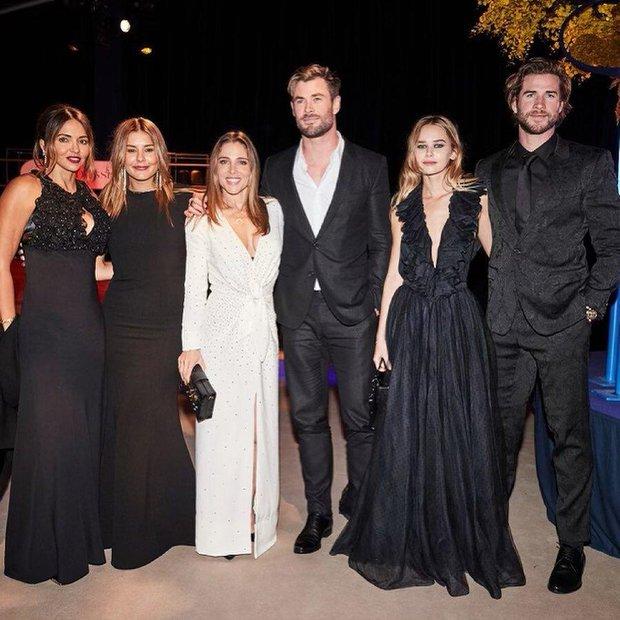 Sau 2 năm ly hôn vợ cũ, Liam Hemsworth mới công khai bạn gái nhưng fan lại tá hỏa vì.... giống Miley quá? - Ảnh 3.