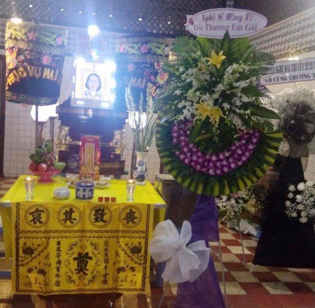 BTV Cẩm Liên qua đời vì ung thư thận, NS Hồng Vân và Lê Giang đau lòng, nghệ sĩ xót xa vì cảnh vắng lặng tại tang lễ - Ảnh 9.