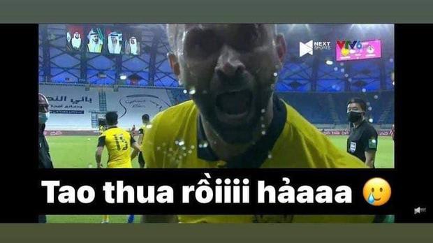Việt Nam thắng Malaysia, meme cười bể bụng ngập tràn mạng xã hội, biểu cảm của nam cầu thủ đội bạn chiếm spotlight - Ảnh 3.