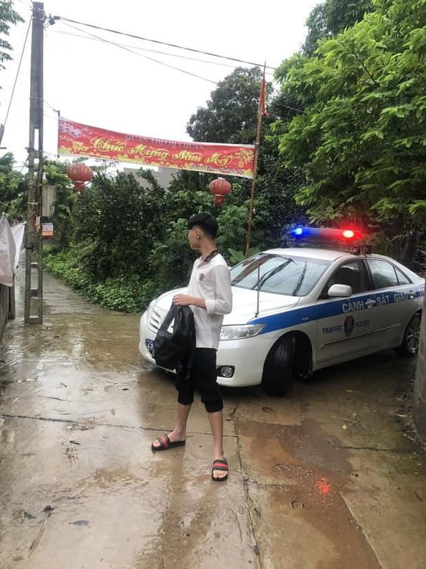 Loạt thí sinh gặp sự cố được CSGT hộ tống đi thi: Xe ngập nước chết máy giữa đường, quên giấy báo, tới nhầm điểm trường - Ảnh 3.