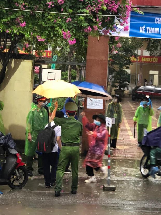 Loạt thí sinh gặp sự cố được CSGT hộ tống đi thi: Xe ngập nước chết máy giữa đường, quên giấy báo, tới nhầm điểm trường - Ảnh 8.