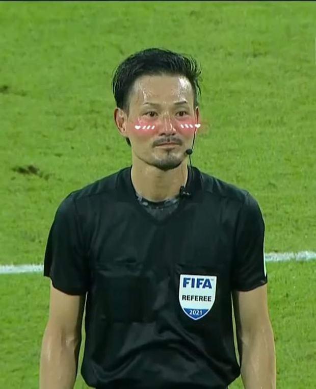 Việt Nam thắng Malaysia, meme cười bể bụng ngập tràn mạng xã hội, biểu cảm của nam cầu thủ đội bạn chiếm spotlight - Ảnh 10.