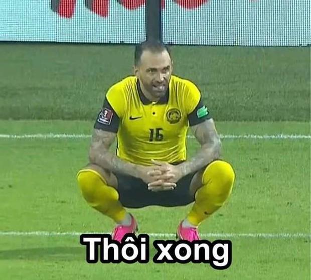Việt Nam thắng Malaysia, meme cười bể bụng ngập tràn mạng xã hội, biểu cảm của nam cầu thủ đội bạn chiếm spotlight - Ảnh 13.