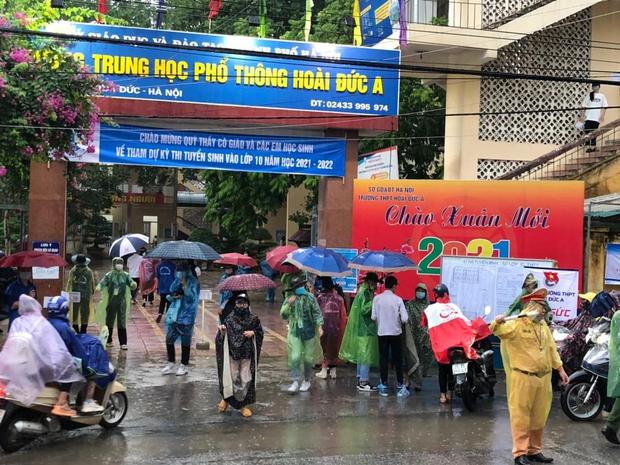 Loạt thí sinh gặp sự cố được CSGT hộ tống đi thi: Xe ngập nước chết máy giữa đường, quên giấy báo, tới nhầm điểm trường - Ảnh 7.