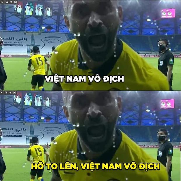 Việt Nam thắng Malaysia, meme cười bể bụng ngập tràn mạng xã hội, biểu cảm của nam cầu thủ đội bạn chiếm spotlight - Ảnh 20.