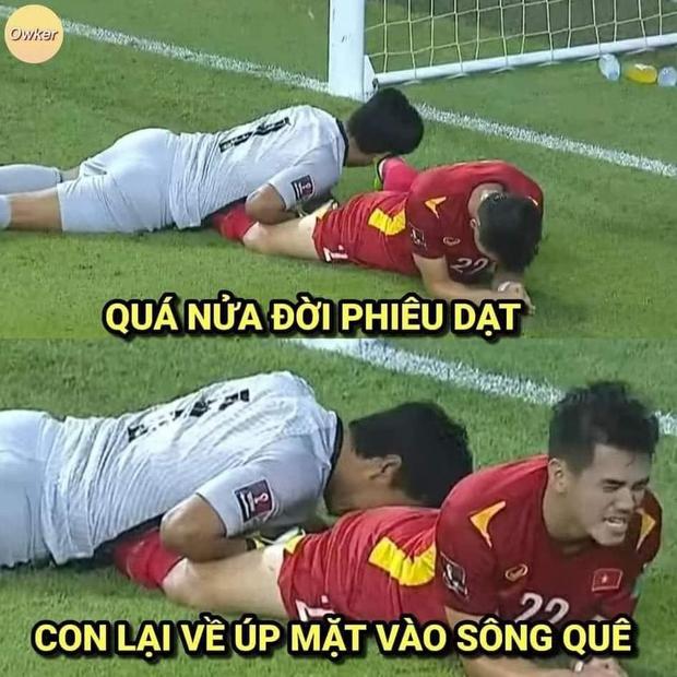 Việt Nam thắng Malaysia, meme cười bể bụng ngập tràn mạng xã hội, biểu cảm của nam cầu thủ đội bạn chiếm spotlight - Ảnh 21.