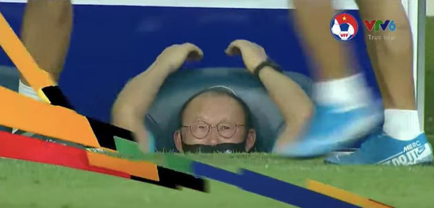 """Thầy Park và loạt biểu cảm dù đang """"nổi điên"""" với cầu thủ đội bạn cũng cưng xỉu mấy má ơi - Ảnh 5."""