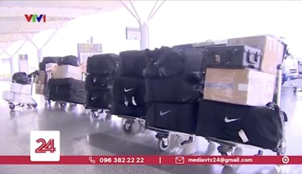 Đội tuyển Việt Nam sang Dubai thi đấu mang theo bao nhiêu kg hành lí, con số được tiết lộ sẽ làm bạn sốc nặng đấy! - Ảnh 2.