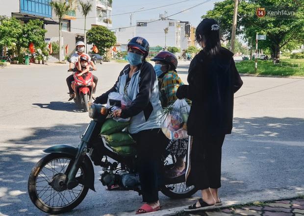 Những gian hàng 0 đồng mùa dịch: Người Sài Gòn vừa giàu vật chất vừa giàu tình nghĩa! - Ảnh 11.