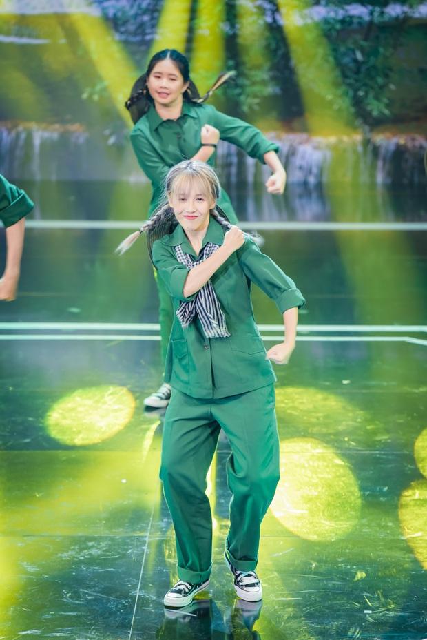 Hậu Hoàng hoá đồng chí Thuý Hậu, mang concept Sao Nhập Ngũ lên sân khấu nhảy Hip-hop! - Ảnh 2.