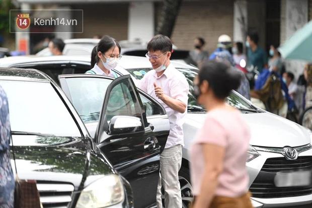 Thí sinh Hà Nội được hộ tống trên xe bạc tỷ đi thi vào lớp 10 - Ảnh 5.