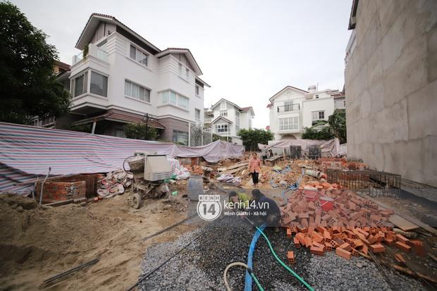 Trực tiếp thăm biệt thự của Thuỷ Tiên giữa ồn ào: Đã đập đi hoàn toàn để xây mới, công trình che kín, thông tin chủ đầu tư gây chú ý - Ảnh 7.