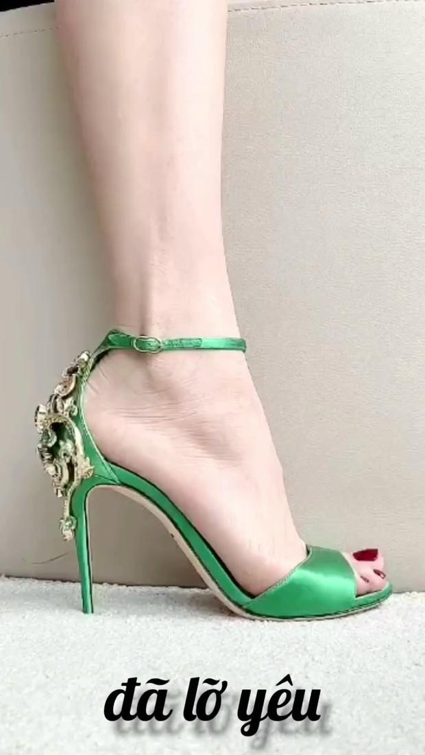 Clip: Hà Hồ mách nước cho chị em 7 loại giày xinh phù hợp mọi tình trạng hôn nhân, độc thân hay mẹ bỉm đều đi được hết! - Ảnh 4.