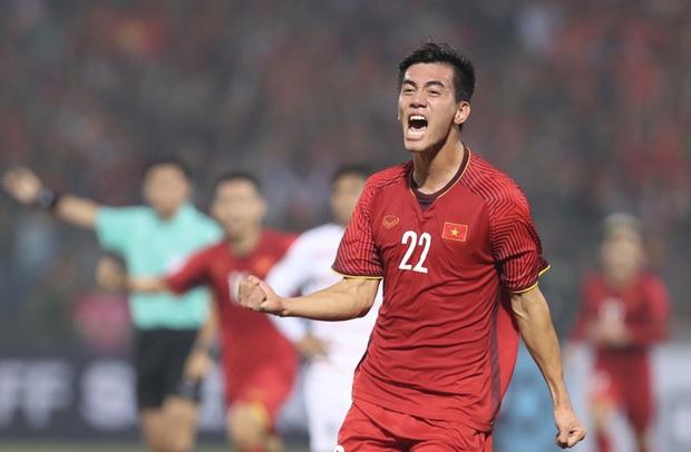 NGAY LÚC NÀY: Jack và cả showbiz đang đồng loạt gọi tên Tiến Linh sau bàn thắng mở tỷ số cho đội tuyển Việt Nam! - Ảnh 3.