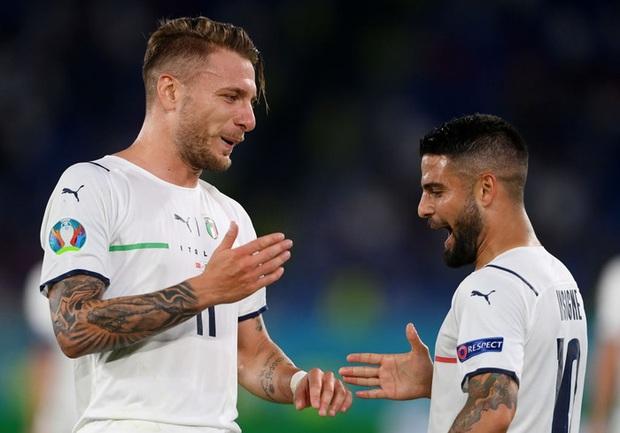 Tranh cãi nổ ra ngay ngày khai mạc Euro: VAR từ chối một quả penalty rõ rành rành cho đội chủ nhà - Ảnh 3.