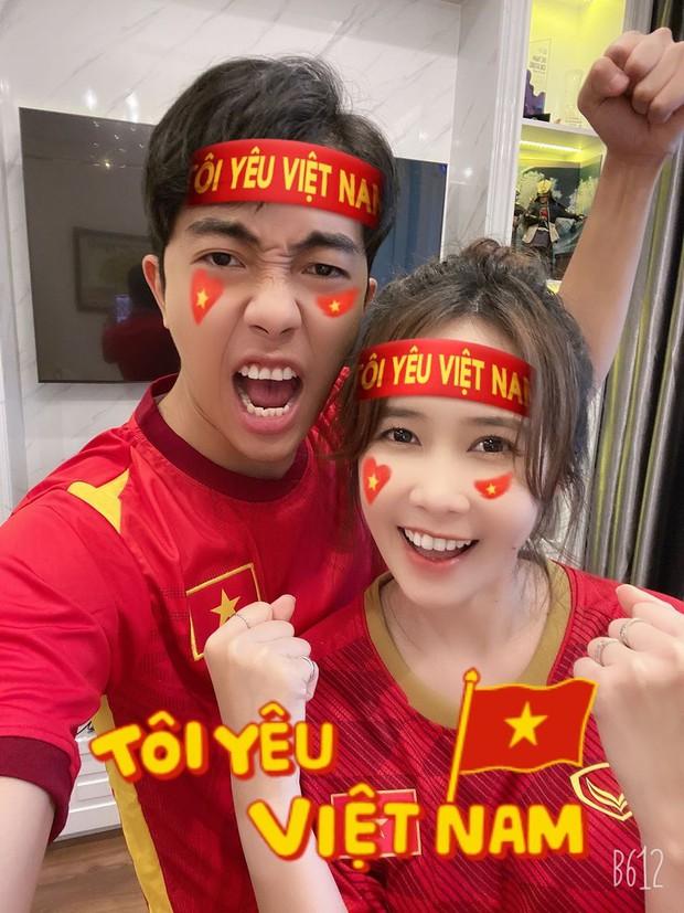 Mừng chiến thắng của đội tuyển Việt Nam phong cách Cris Phan, dạo khắp Facebook tuyển thủ chỉ để cà khịa? - Ảnh 1.