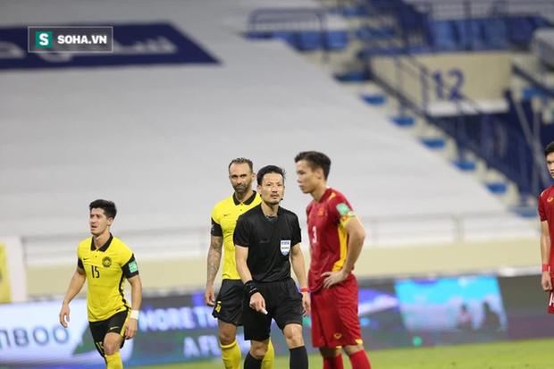 """Báo Trung Quốc tố Văn Toàn ăn vạ, gọi tình huống penalty là """"điên rồ nhất lịch sử"""" - Ảnh 1."""