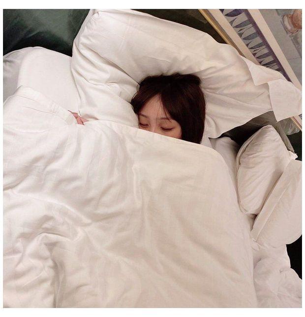 Đặt báo thức sớm hơn 1 tiếng so với giờ cần thức dậy, bạn có thể có tâm trạng tốt hơn, làm giảm nguy cơ bị trầm cảm - Ảnh 2.