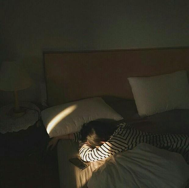 Đặt báo thức sớm hơn 1 tiếng so với giờ cần thức dậy, bạn có thể có tâm trạng tốt hơn, làm giảm nguy cơ bị trầm cảm - Ảnh 3.