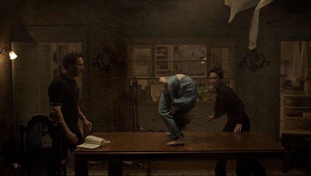 Cậu bé bị quỷ nhập ở The Conjuring 3 có cuộc sống ra sao ngoài đời? Gia đình hé lộ mặt tối của sự thật gây sốc - Ảnh 1.